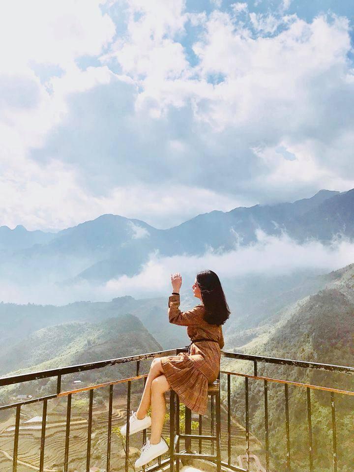 Du lịch Sa Pa vào màu hè bạn nên chọn trang phục mỏng nhẹ, gọn gàng thoải mái