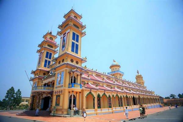 Tòa Thánh Tây Ninh với kiến trúc đồ sộ